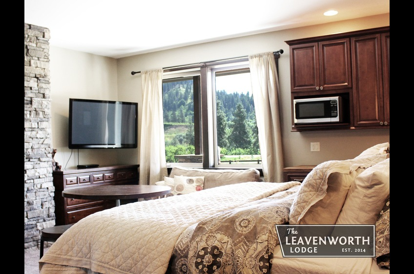 The Leavenworth Lodge Master Suite